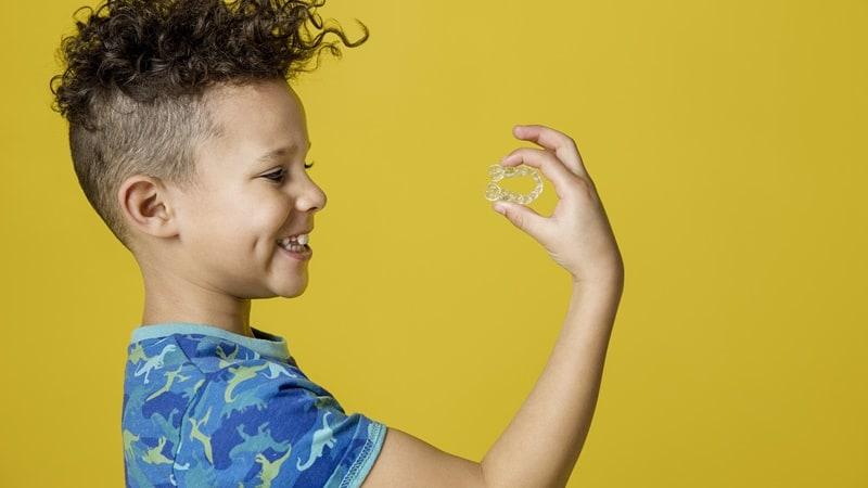 兒童牙齒矯正-隱適美隱形牙套-牙齒矯正黃金期-親子天下報導-兒童隱形牙套可針對顎骨生長進行引導-並同步達成擴張牙弓及排列牙齒等多功能