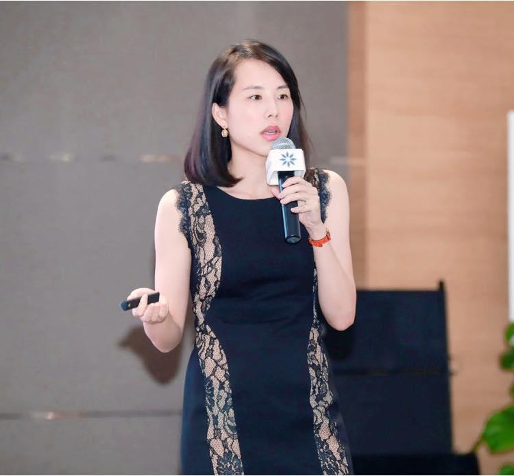 台中牙齒矯正-Dr珊-演講2019 COS-南京-美麗又專業的楊念珊醫師